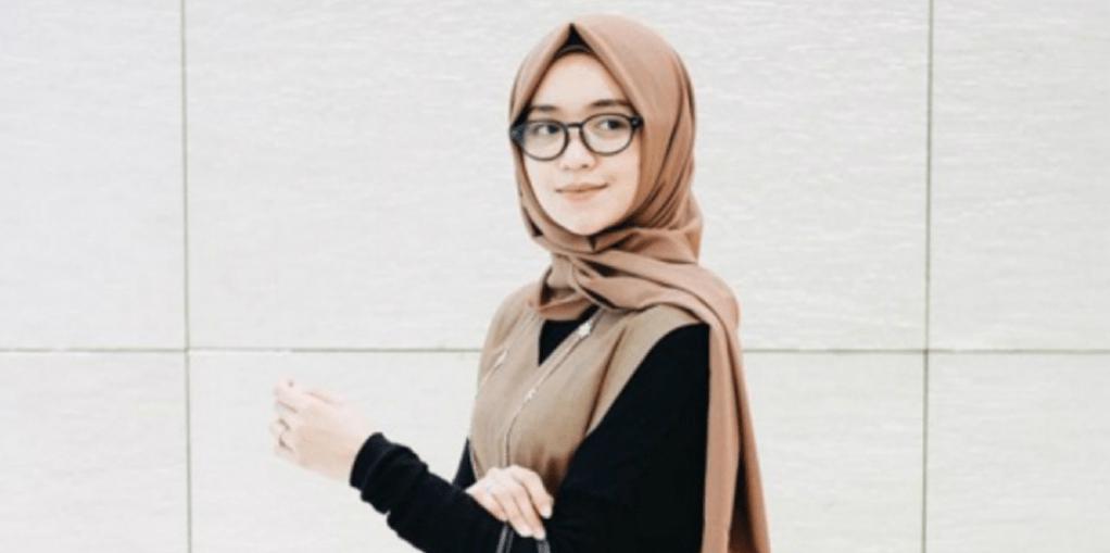 Behijab.com – 3 Tips Memakai Jilbab Dengan Kacamata Yang Nyaman – Saat ini 474a092ac0