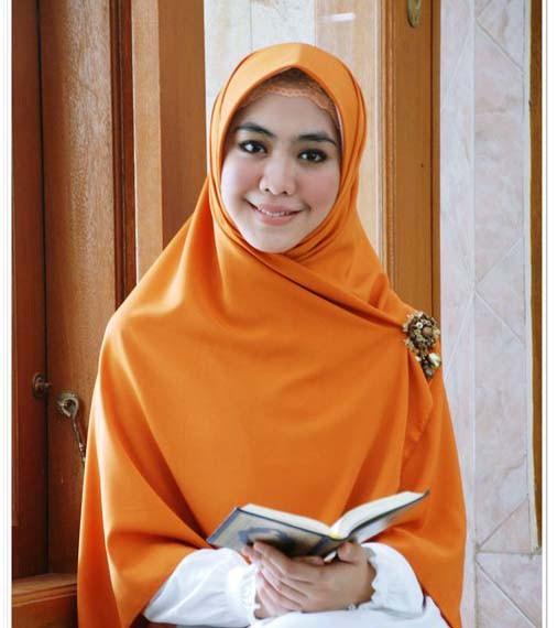 Empat Artis Berhijab Indonesia Yang Menginspirasi Blog Behijab Koleksi Hijab Fashion Terbaru Cuman Di Behijab Com