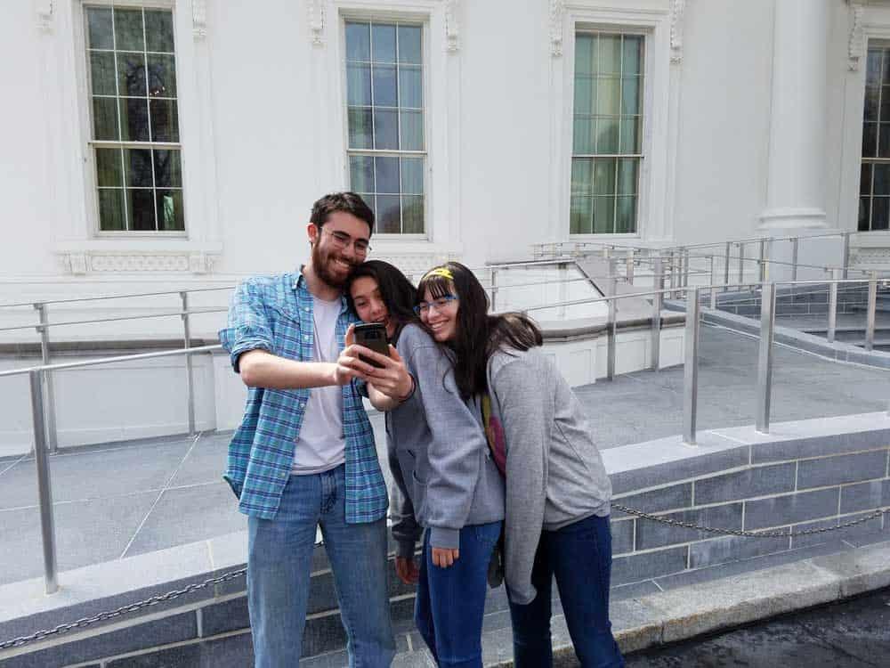 selfie outside the white house