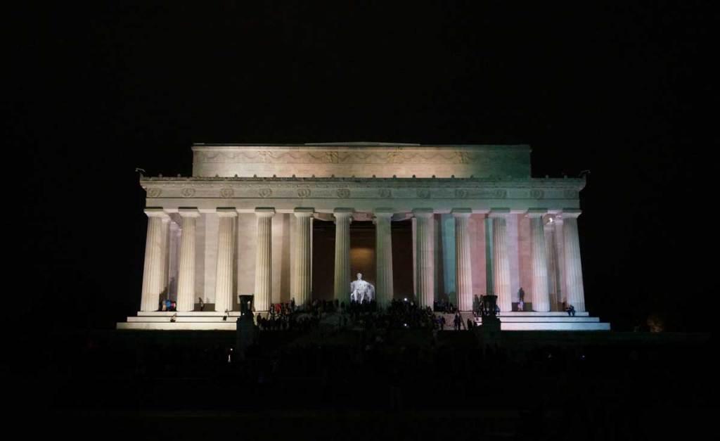 night photo of Lincoln Memorial in Washington, DC