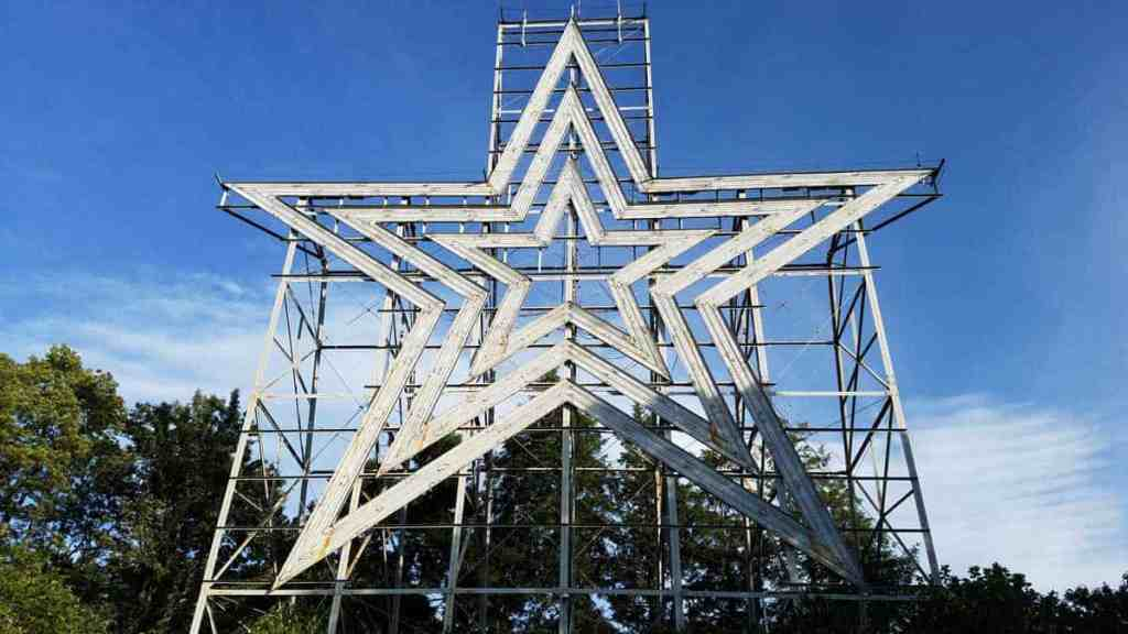 The Roanoke Star is the world's largest freestanding illuminated man-made star standing high atop Mill Mountain and overlooking the town of Roanoke, VA.
