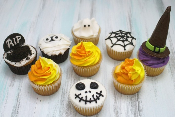 Behind the cake - Halloween cupcakes decorated with buttercream