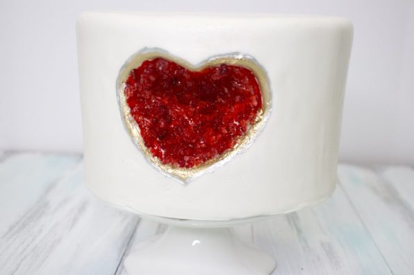 Behind the cake - Geode cake , geode heart cake how to