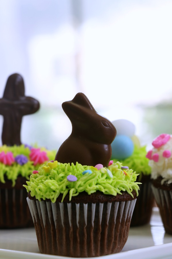 Behind The Cake ~ Easy Easter chocolate bunny cupcake, Easter cupcakes ideas and how to make easy Easter cupcakes