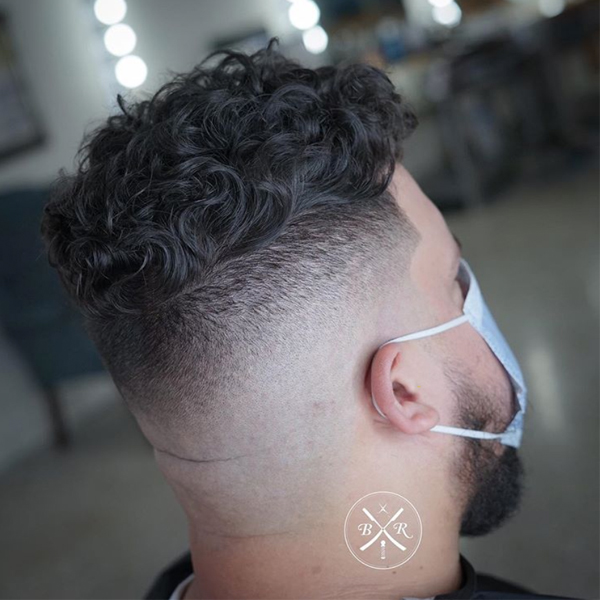 Barbers Skin Fade With Coronavirus Client's Mask On Tip Bryan Rendon American Crew