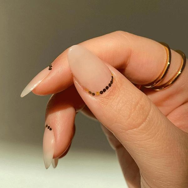 gold-nail-art-amyle.nails