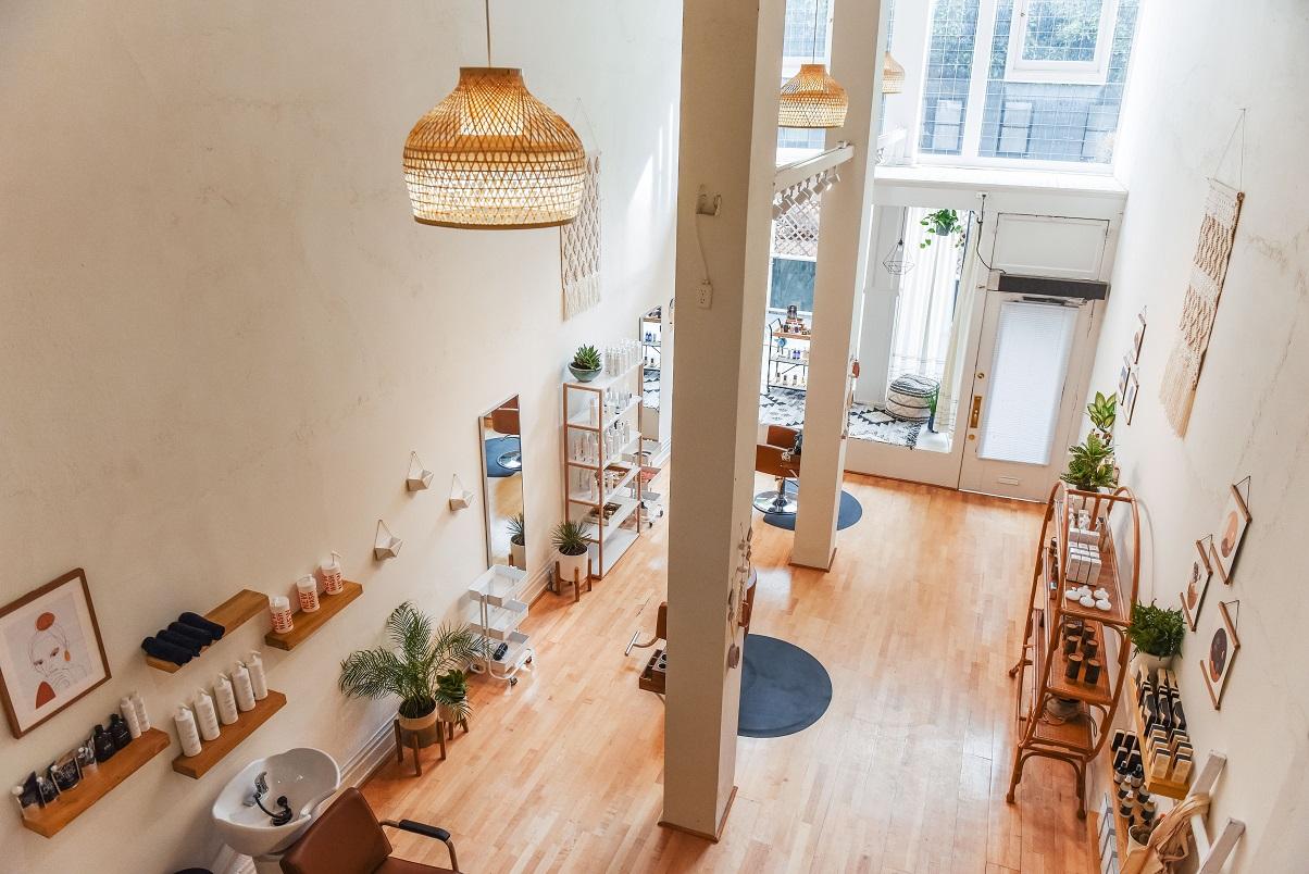 Beautiful boutique SF Salon seeking FT/PT Booth Renter