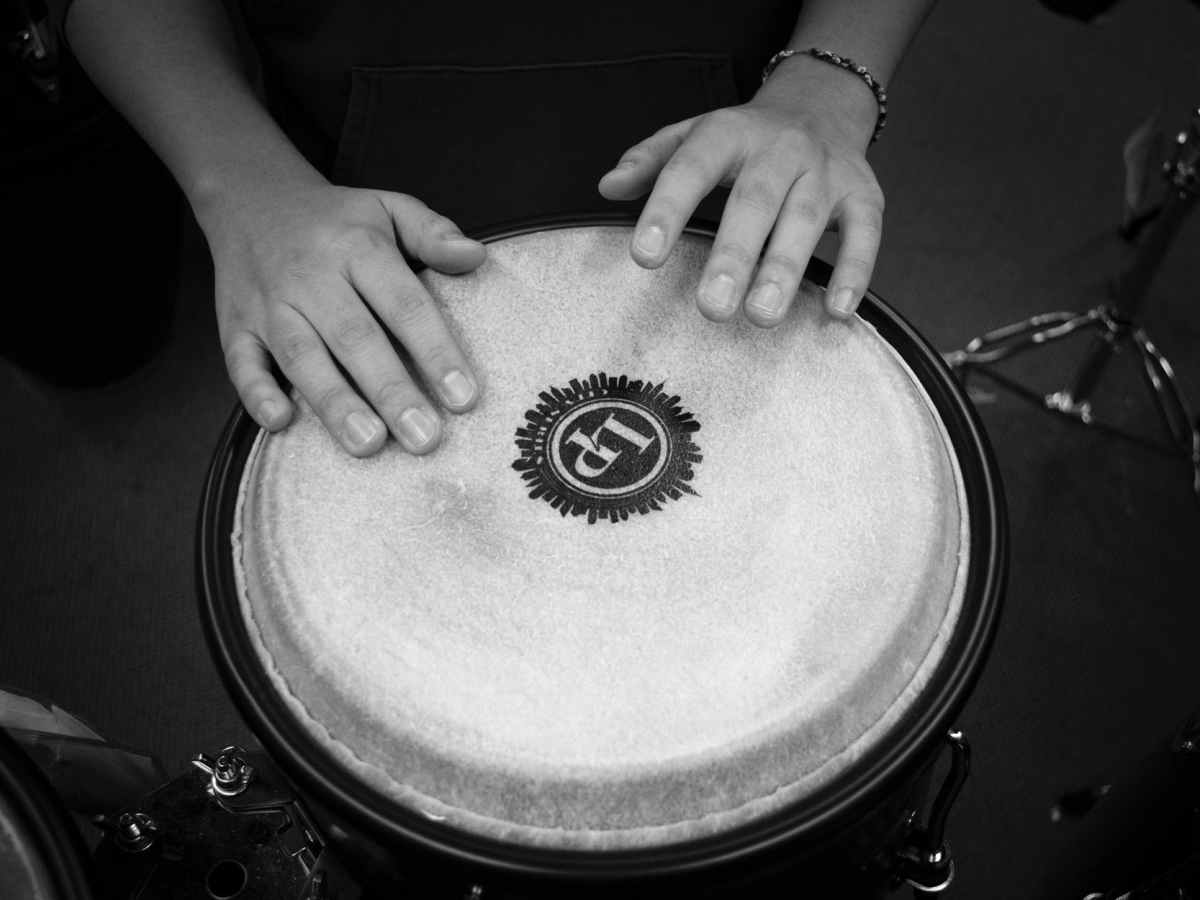 hands music sound black and white