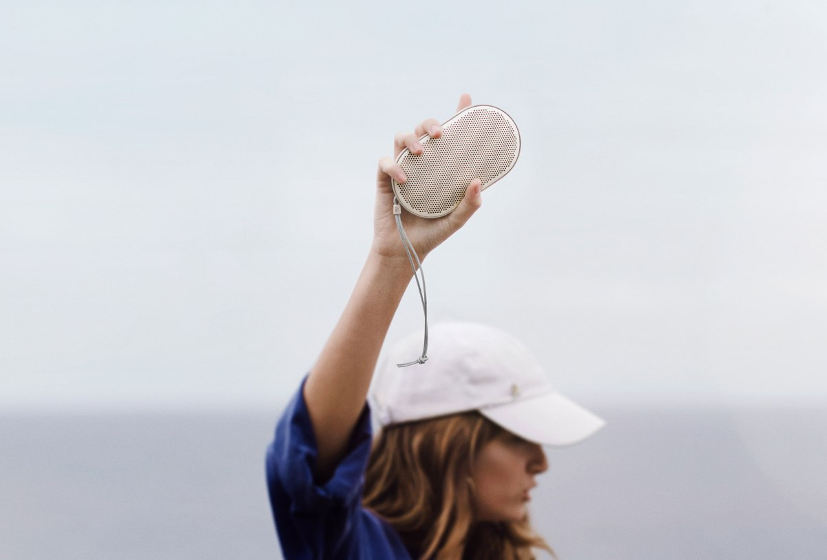 bang-olufsen-beoplay-p2-announce-2017-17