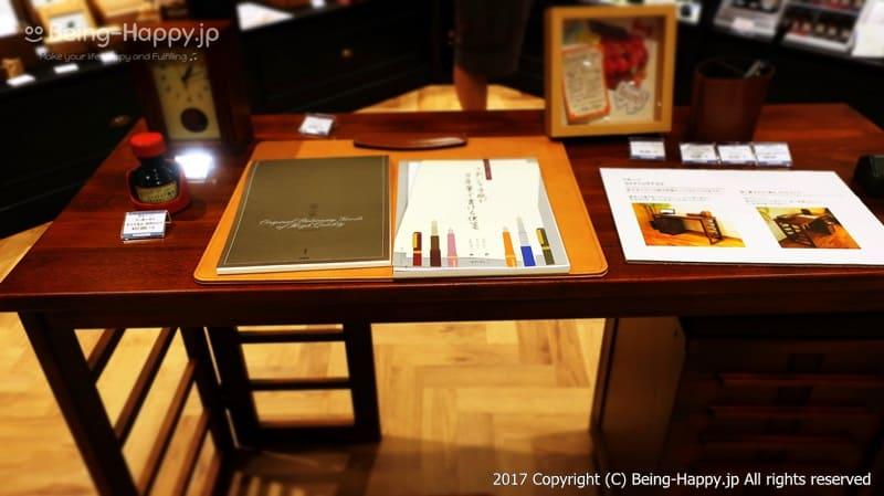 2階にディスプレイされているライティングディスクは上質@丸善 池袋(MARUZEN) photo by 茶子(ちゃこ)