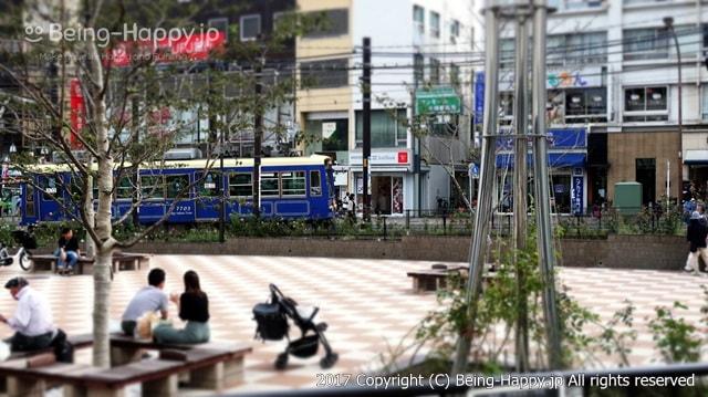 大塚駅前の路面電車の様子
