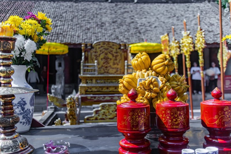 Offerings of jackfruit on an altar in front of Dinh Tien Hoang golden throne