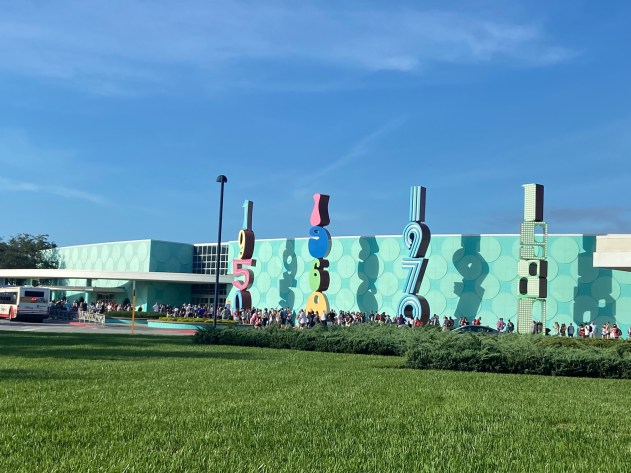 Lines at Pop Century