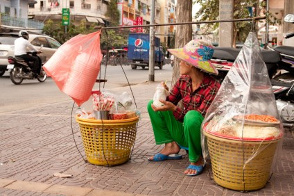 Local street food seller using SUPs. When did they start? How did they do it before?