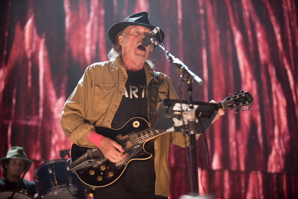 Neil Young at Farm Aid 2015-25