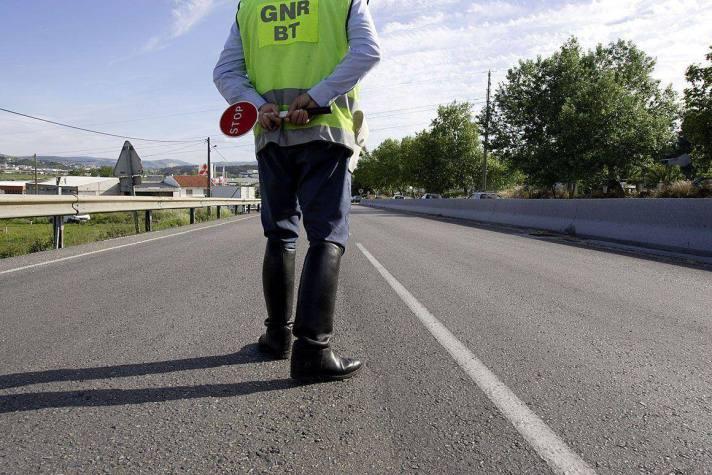 Fonte: http://www.publico.pt/sociedade/noticia/operacao-natal-da-gnr-termina-com-11-mortos-nas-estradas-1617656