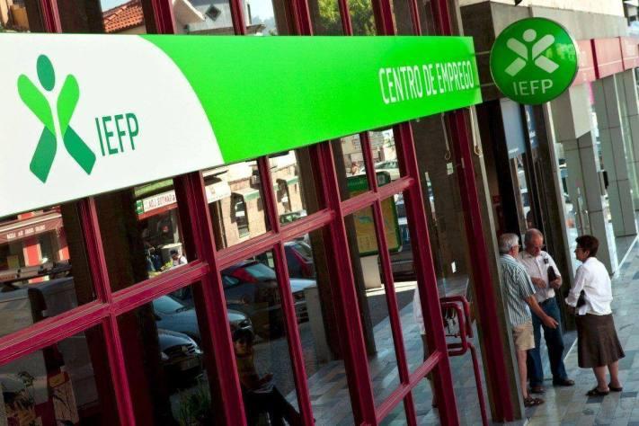 http://www.publico.pt/economia/noticia/garantia-jovem-quer-chegar-aos-jovens-que-nao-estao-inscritos-no-iefp-1623145