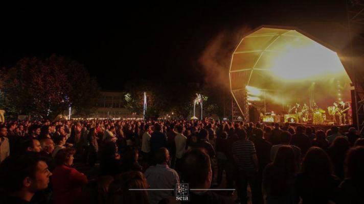 http://cm-seia.pt/cultura/item/1069-festas-do-concelho-animaram-centro-da-cidade