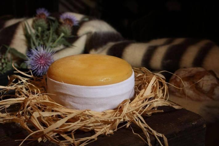 http://feiradoqueijo.cm-celoricodabeira.pt/2016/01/11/o-fabrico-do-queijo-serra-da-estrela/