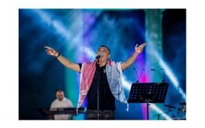 عمر العبداللات يشعل أجواء مسرح مدينة روابي في فلسطين