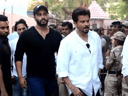 Bollywood stars attend Veeru Devgan's cremation in Mumbai