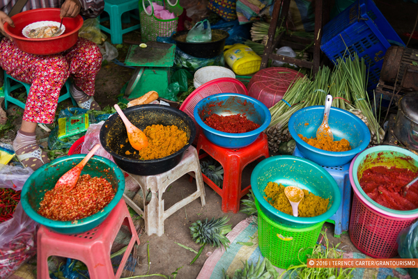 Curry and chilli pastes at Phsar Boeung Choeuk market in Battambang.