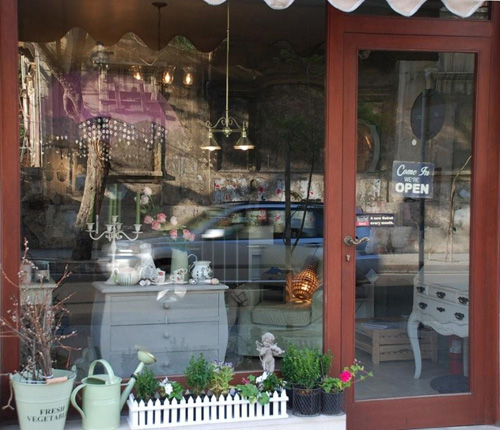 Bougainvillier Blanc: Little Haven in Hamra