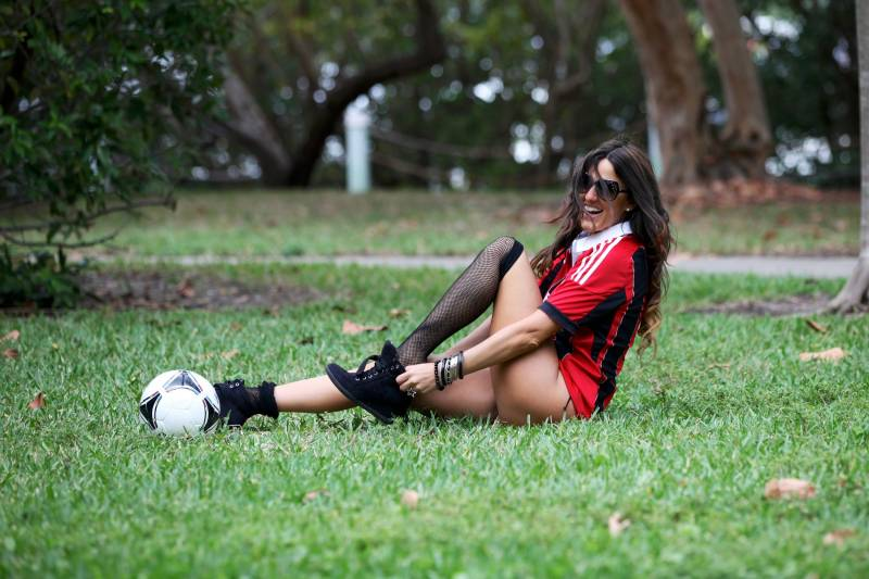 Sexy Model Claudia Romani Supports Milan her way