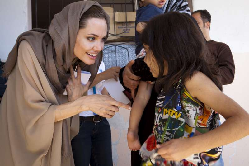 Angelina Jolie sells jewelry line to fund overseas schools