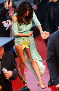 Eva Longoria suffers massively embarrassing wardrobe malfunction as she reveals she's not wearing underwear