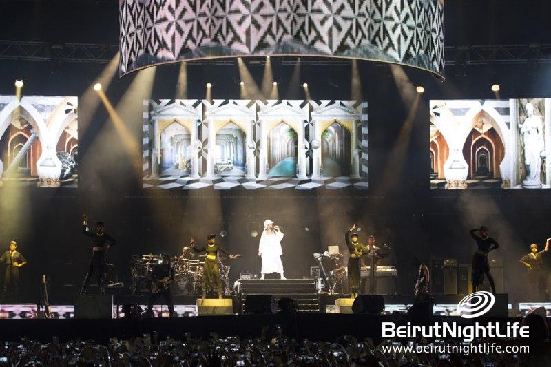 Rihanna Shine Bright Abu Dhabi Sky in Diamonds World Tour