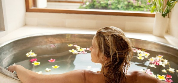 WomanRelaxingInBathAtHome-850x400