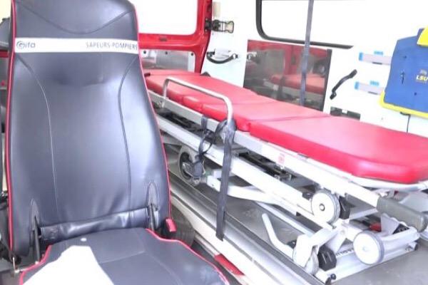 سيارة إسعاف مجهزة من الدفاع المدني الى بلدية الهرمل