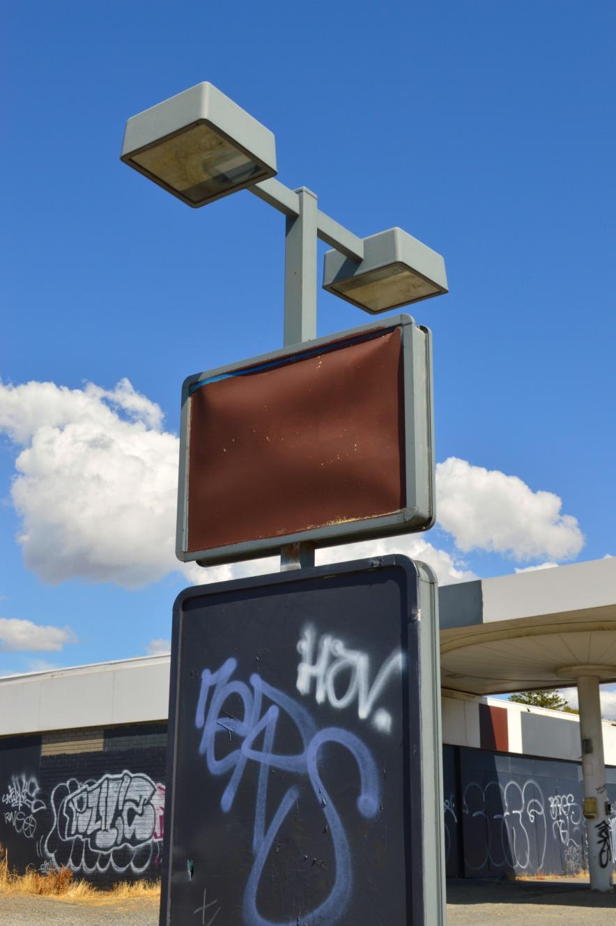 #architecture #lamp #abandoned #gasstation be kitschig blog