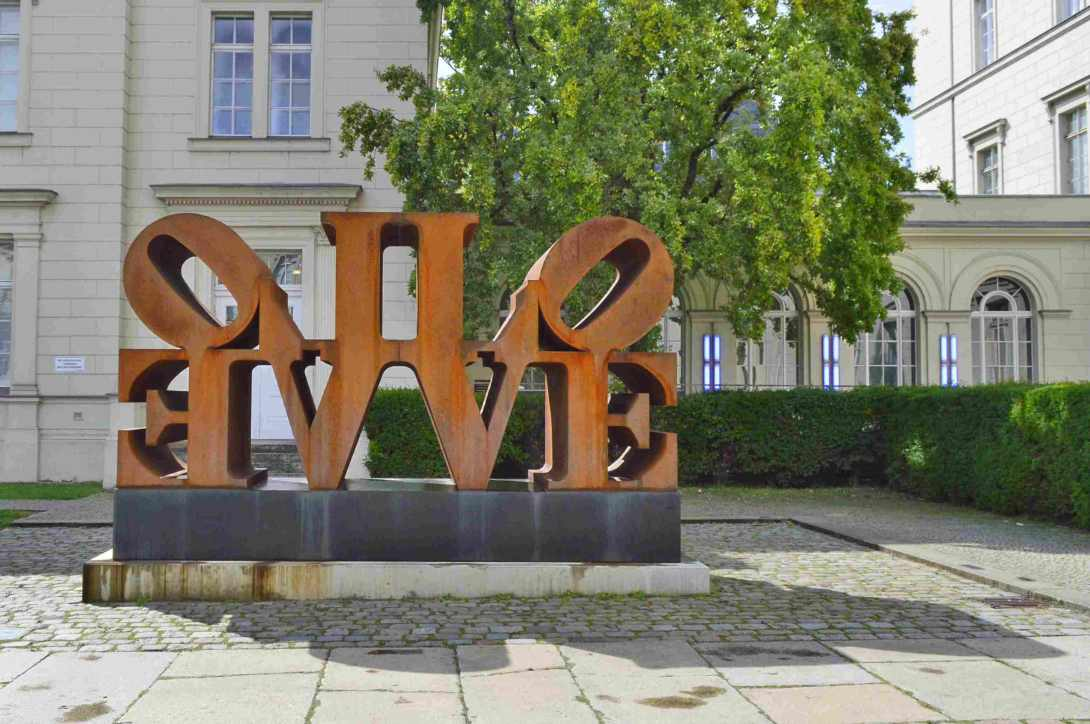 Hamburger Bahnhof Berlin Imperial Love Robert Indiana be kitschig