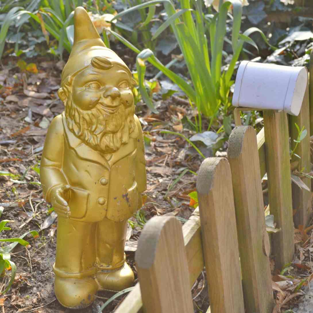 Berlins Gartenzwerg Heinrich Garden Gnome Gold Gnomevember be kitschig blog