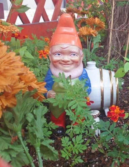 #gdr #gonme #gardengnome #kitsch #berlin gnomevember