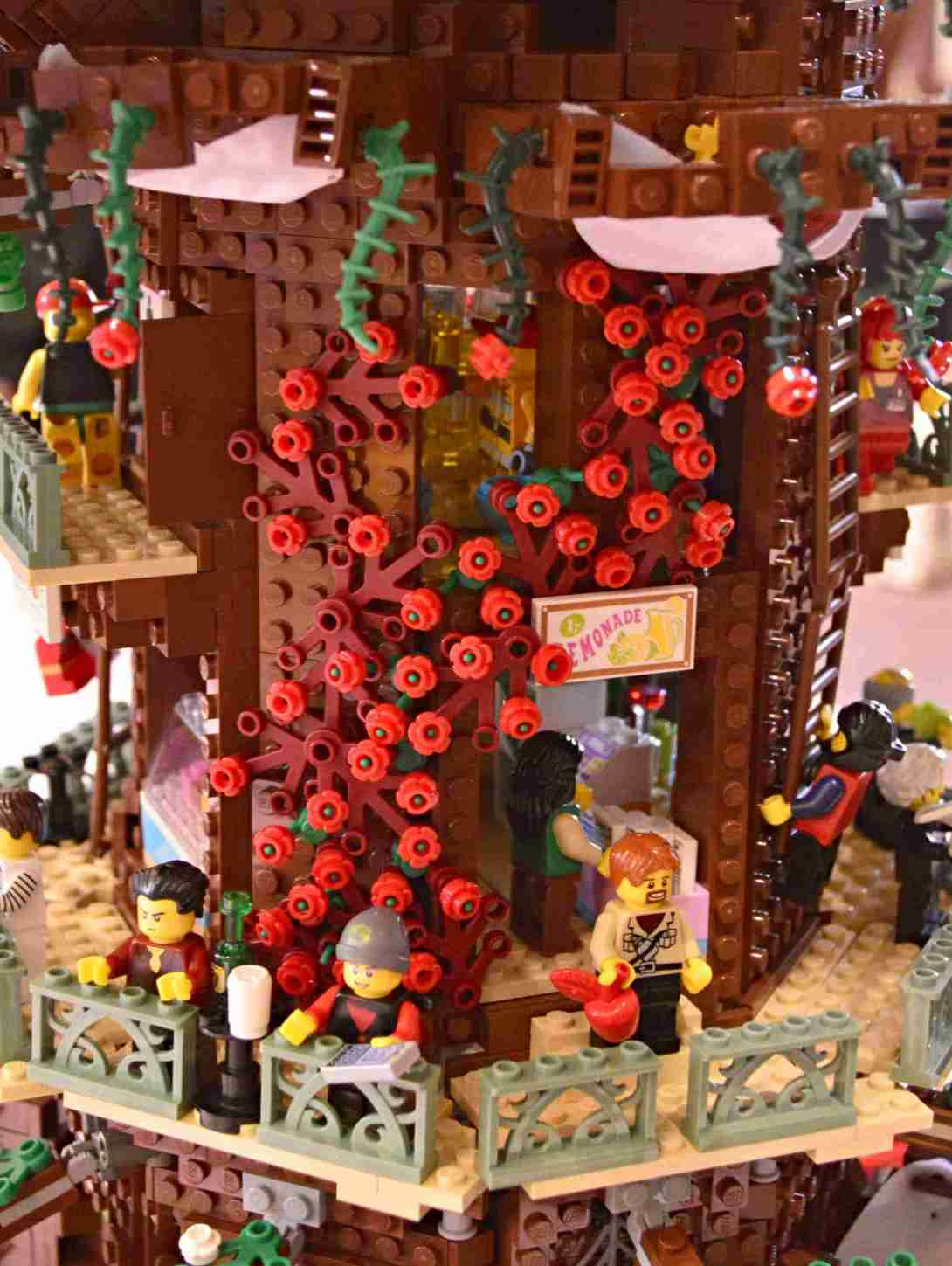 be kitschig blog Lego Love Tree House Roses