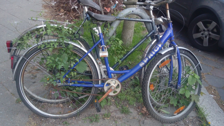 sad life of berlin bicycle trauriges fahrrad