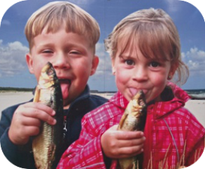 spotted odd advertizing kids licking fish Spreewald 10 Photo Lessons - be kitschig blog Berlin