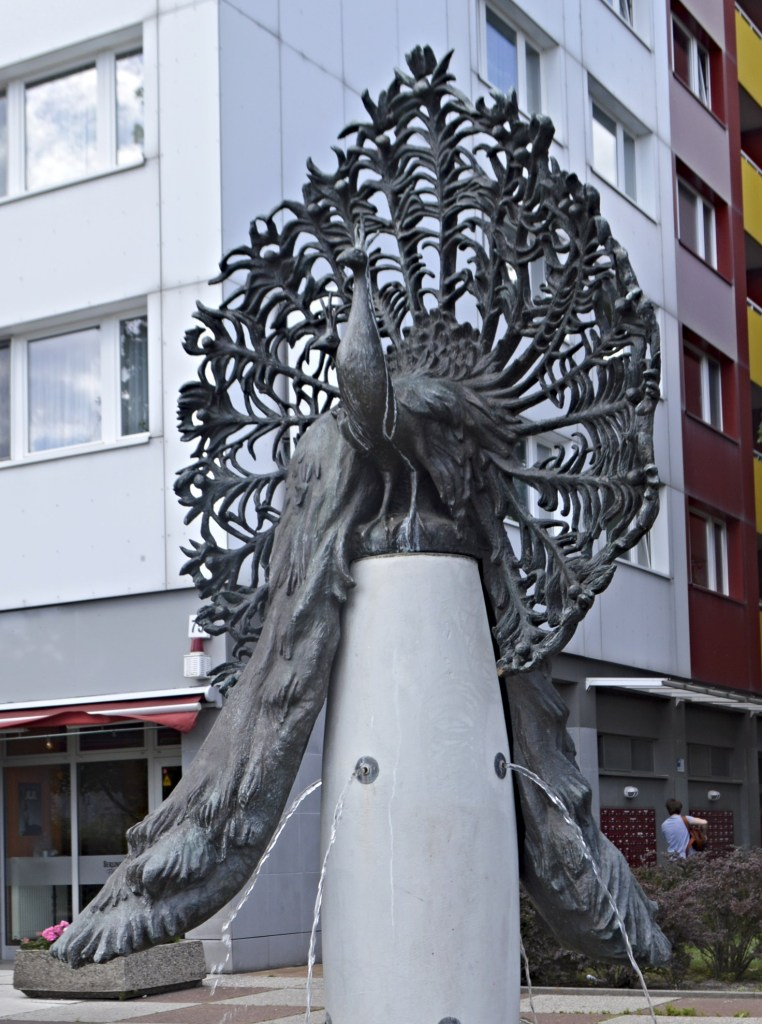 Peacock Fountain by GDR artist Margit Schötschel-Gabriel near Jannowitzbrücke / Alexanderplatz bekitschig.blog