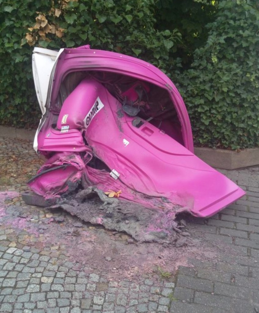 Objet trouvé burned down portable toilet bekitschig blog
