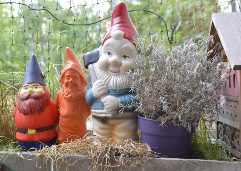 naughty gnomes faule gartenzwerge bekitschig.blog berlin