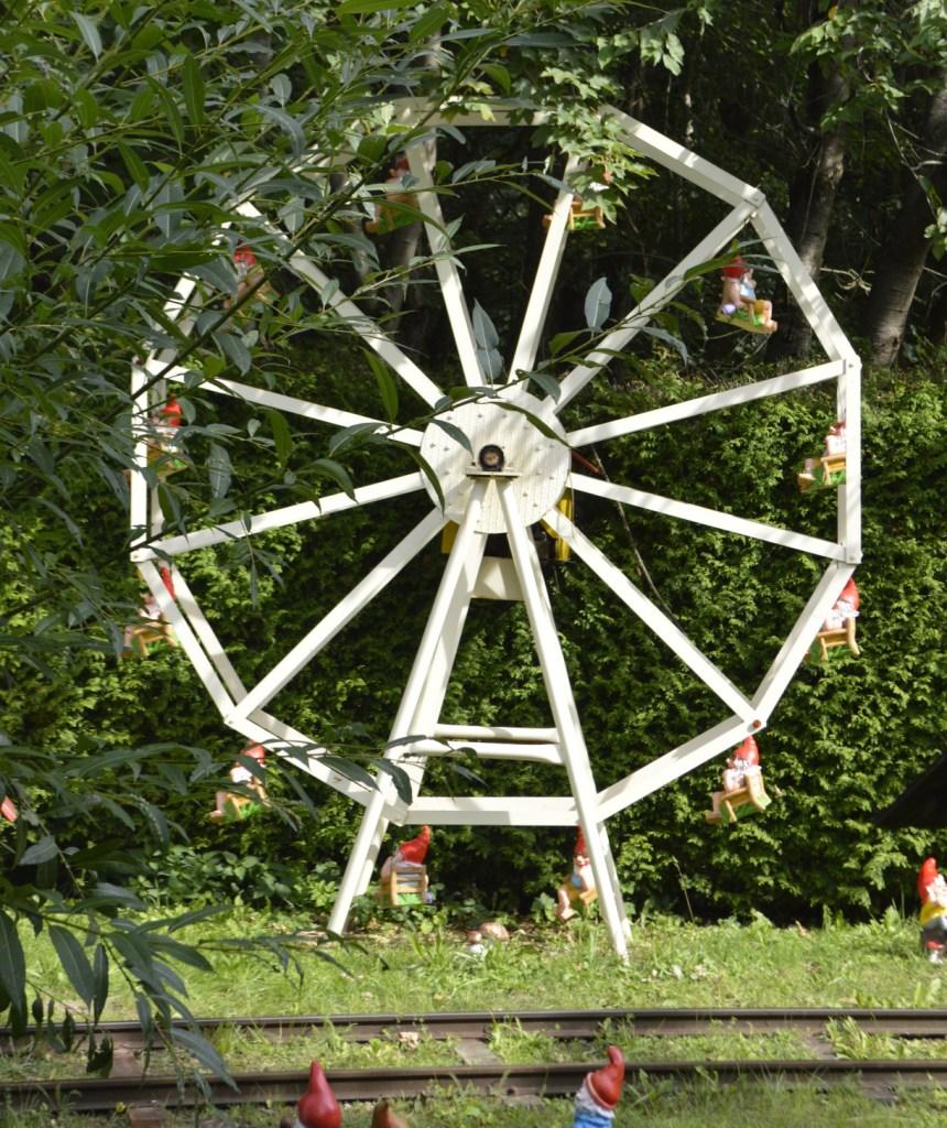 Garden Gnome Park Trusetal Thuringia travel kitschy bekitschig.blog Ferris Wheel Gnomes