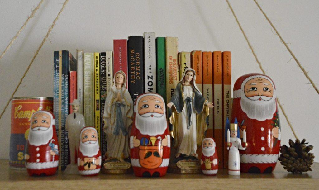 Season greetings hanging shelf  Regal weihnachtlich dekoriert  bekitschig blog