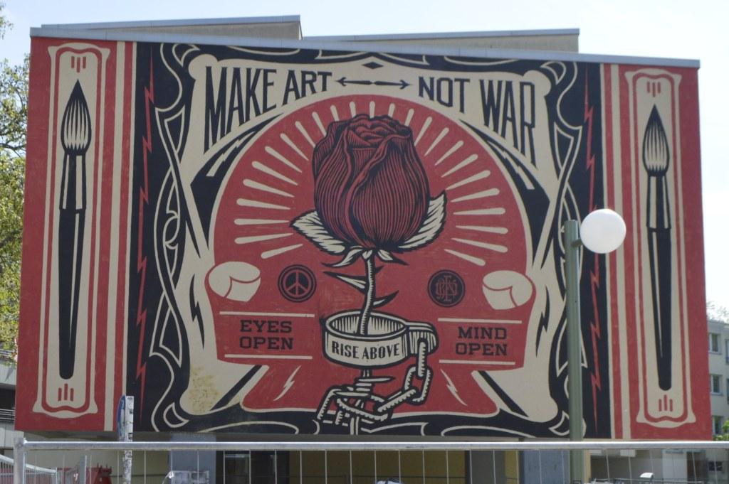 Make art not war mural by Shepard Fairey - U Bahnhof Kochstraße Berlin - street art for Urban Nation  bekitschig.blog street art Berlin