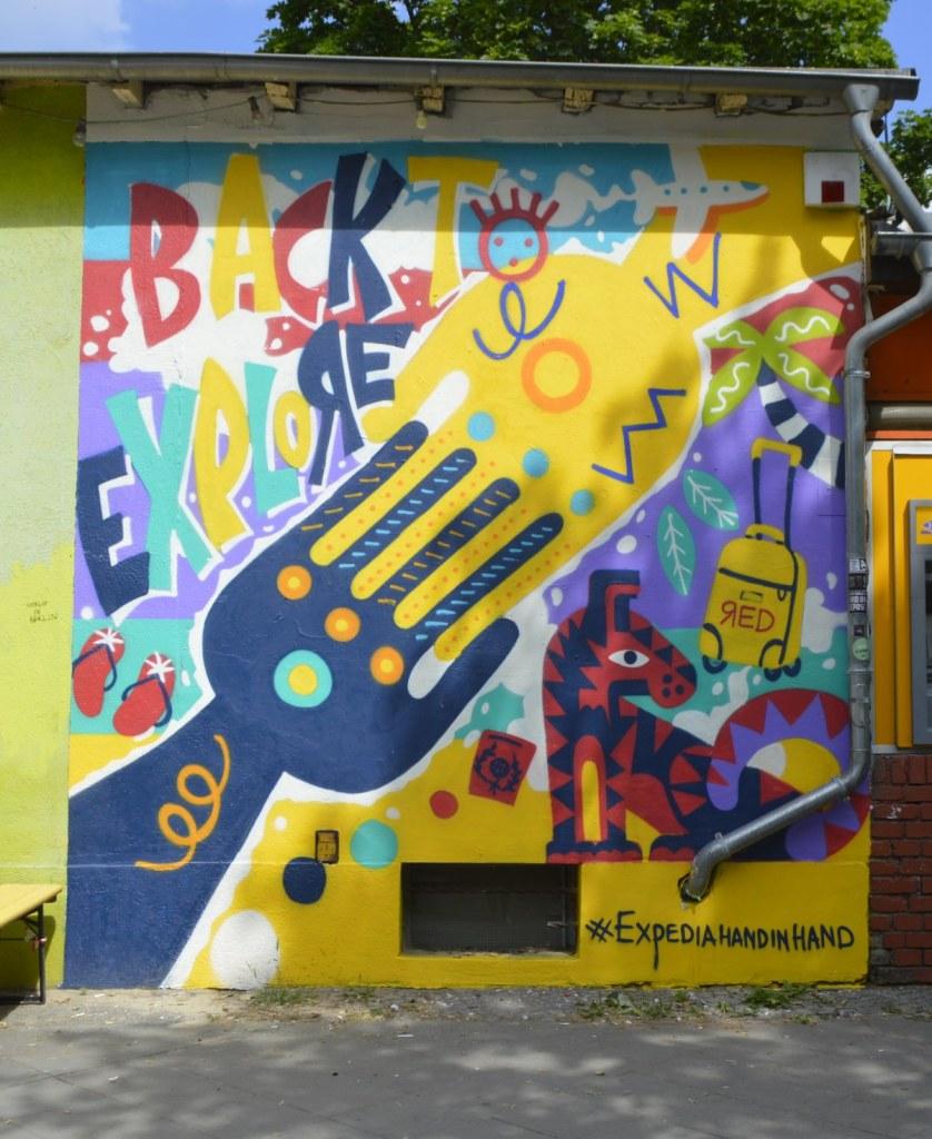 Chaning Wall on Bernauer Straßee - ad for expedia  bekitschig.blog Berlin