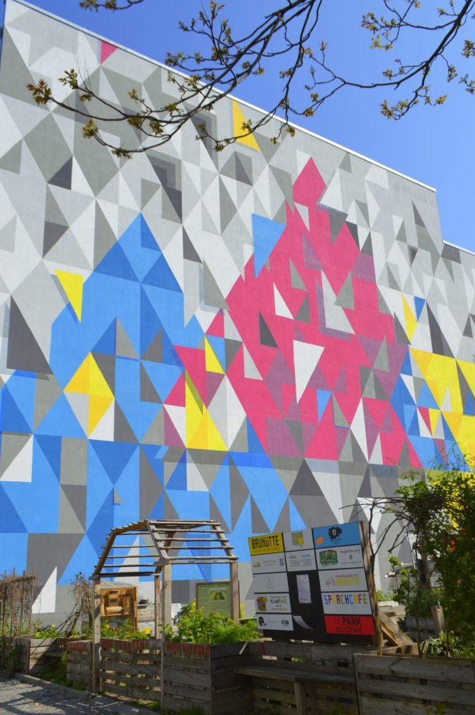 TFTS (ToysFromTheSky) colorful mural near taz - Friedrichstraße 21  streetart postcards Berlin #23  bekitschig.blog