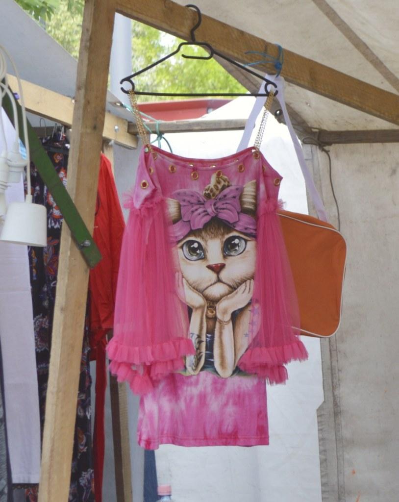 Pinkes Katzen Outfit ...  Fotos vom Mauerpark Flohmarkt Berlin - bekitschig blog