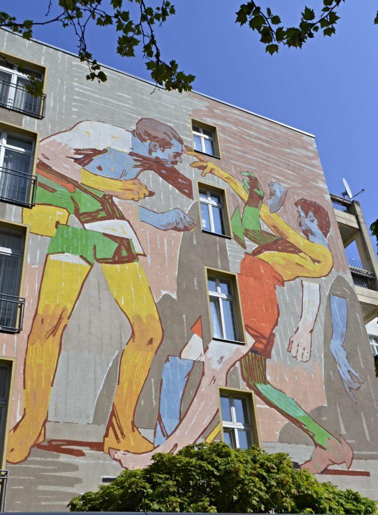 Wrestlers by Mr. Aryz - Mitte - Berlin Mural Fest 2019 - street art postcards from Berlin #23  bekitschig.blog